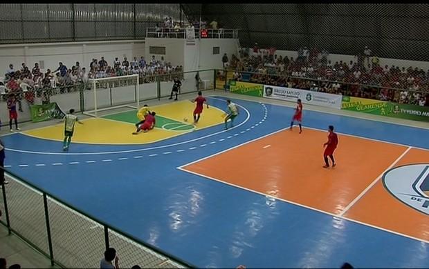 Torcida lotou ginásio de Boa Viagem para I Copa TVM de Futsal (Foto: Reprodução/TV Verdes Mares)