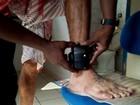 Presos beneficiados com 'saidão' rompem tornozeleira para fugir