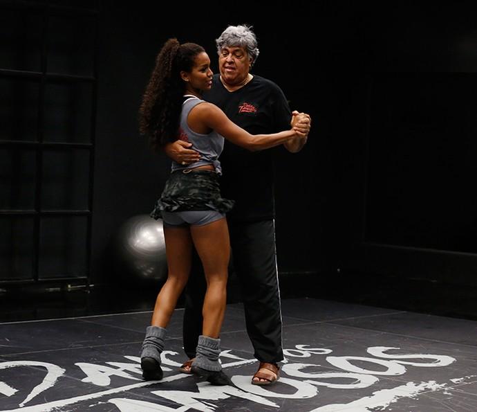 Sidney e a professora Camila estão se preparando para o novo ritmo (Foto: Ellen Soares/Gshow)