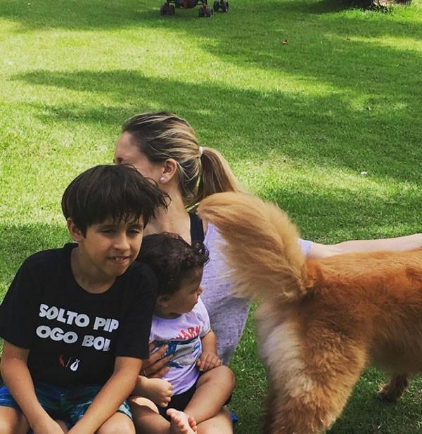 Fernanda Gentil e filhos (Foto: Reprodução)