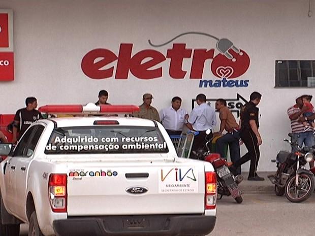 Estacionamento interno e Eletromateus foram interditados no início da tarde (Foto: Reprodução/TV Mirante)