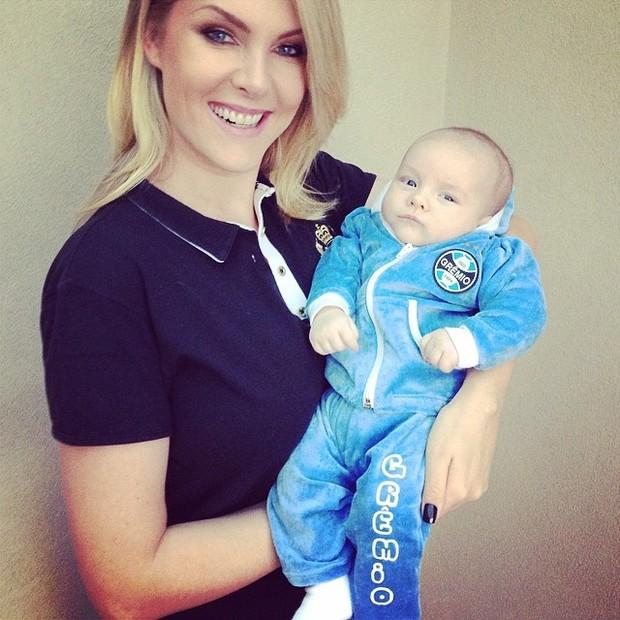 Ana Hickmann e o filho Alexandre (Foto: Instagram / Reprodução)