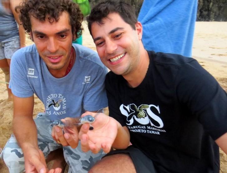 Evaristo Costa com tartaruga