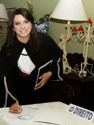 Daiane Bianca quer trabalhar em escritórios de advocacia (Foto  Arquivo  pessoal Daiane Bianca d121a81124e