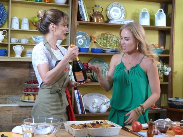Ana Furtado prepara bacalhau à espanhola para Angélica (Foto: Estrelas/TV Globo)