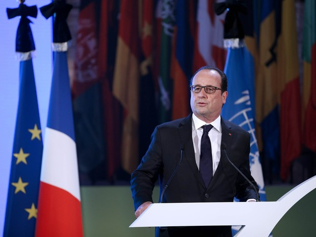 Hollande faz pronunciamento (Foto: Yoan Valat/Pool/Reuters)