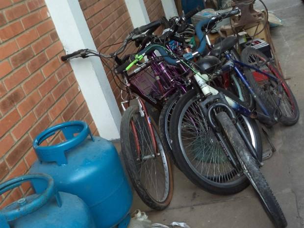 Bicicletas e botijões de gás estão entre os produtos apreendidos (Foto: Divulgação / Polícia Civil de Laranjal Paulista)