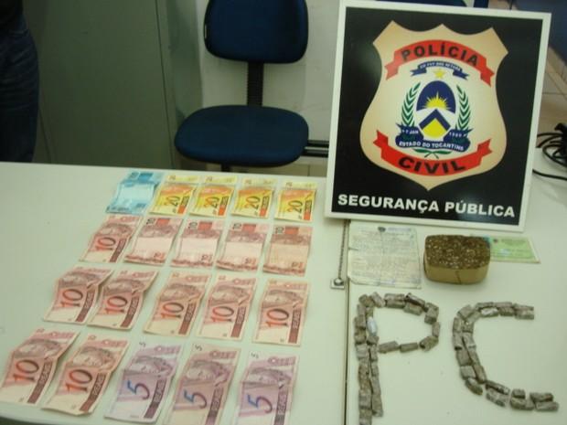 Drogas apreendidas durante a prisão do jovem, em Pequizeiro (Foto: Polícia Civil do TO/Divulgação)