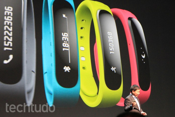 TalkBand, a smart pulseira da Huawei, que praticamente comanda o X1 (Foto: Isadora Díaz/TechTudo)