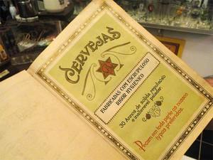Quintella exibe exemplar de manual de venda da Antartica, que data de 1970 (Foto: Michel Montefeltro/G1)