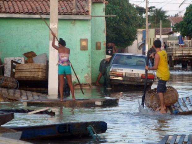 População de Caiçara do Norte ficou assustada com a ressaca (Foto: Hugo Cacho)