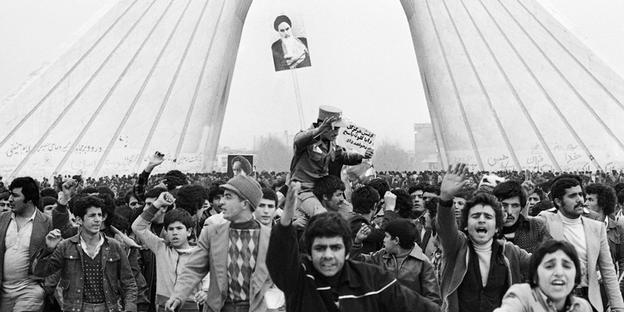 Manifestação de 1979,em apoio ao aiatolá Ruhollah Khomeini.Ele liderou a revolução que instaurou um regime teocrático (Foto:  Aristotle Saris/Glow Images)