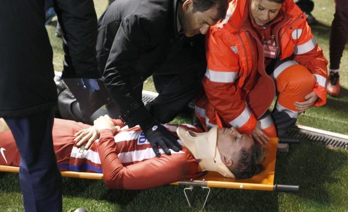 Fernando Torres desmaiado (Foto: EFE)