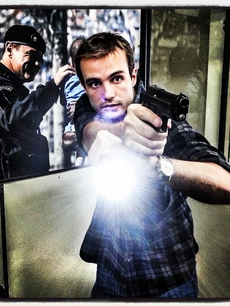 Max Fercondini treina com armas (Foto: Arquivo pessoal)
