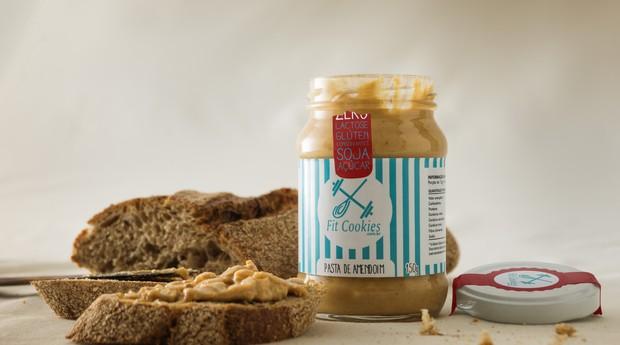 Além da pasta de amendoim, a Fit Cookies conta com massa para Cookies e Brigadeiros saudáveis (Foto: Divulgação/Fit Cookies)