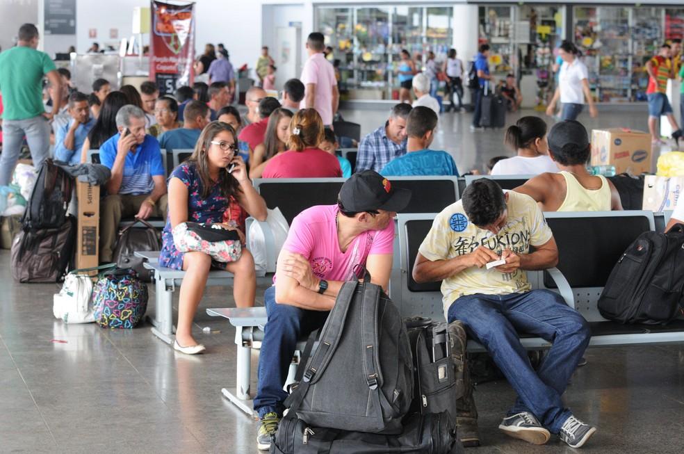 Passageiros aguardam embarque na Rodoviária Interestadual de Brasília (Foto: Toninho Tavares/Agência Brasília)