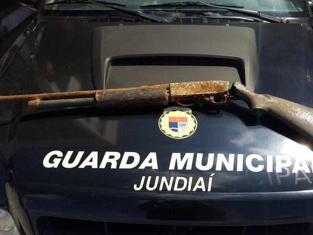 """Espingarda """"pescada"""" foi apreendida pela Guarda Municipal em Jundiaí (Foto: Divulgação/Guarda Municipal)"""