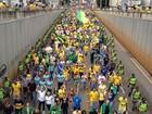 Manifestantes pedem impeachment de Dilma durante protesto, em Goiás