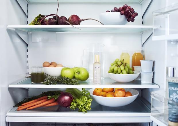 Deixar o frasquinho na geladeira no verão é ótima ideia (Foto: Divulgação)