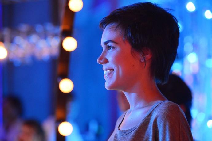 Carla Salle em clique inédito nos bastidores de 'Totalmente Demais' (Foto: Gshow)