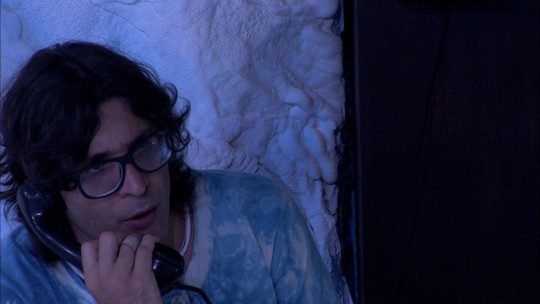 Ilmar simula conversa no Big Fone e desabafa: 'Difícil é comer moela e língua de boi sem tempero'