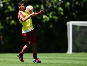 denilson são paulo treino (Foto: Marcos Ribolli / Globoesporte.com)