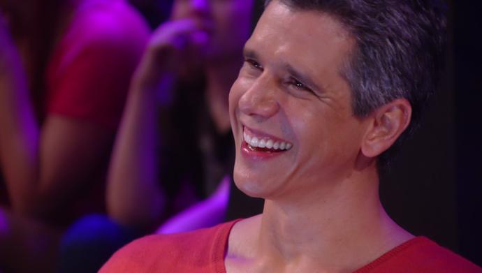 Marcio Garcia se diverte com o show da sua família (Foto: TV Globo)