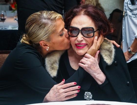 Galisteu e Bibi Ferreira: foi a veterana quem a incentivou a estrear no teatro em 1999 (Foto: Divulgação)