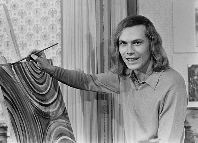 Em sua estreia na TV, nos anos 70, José Wilker usava os cabelos longos (Foto: Cedoc / TV Globo)