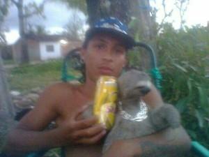 Garçom é preso por postar selfies com jacaré e preguiça (Foto: CPRH/Divulgação)