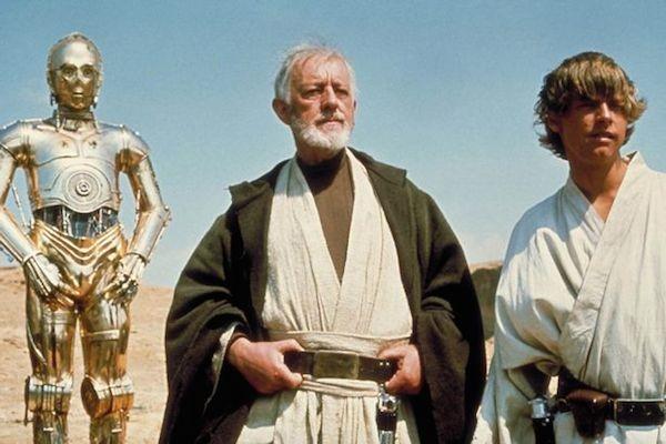 Mark Hamill, Alec Guiness e C3P-0 no primeiro filme da saga Star Wars (Foto: Reprodução)