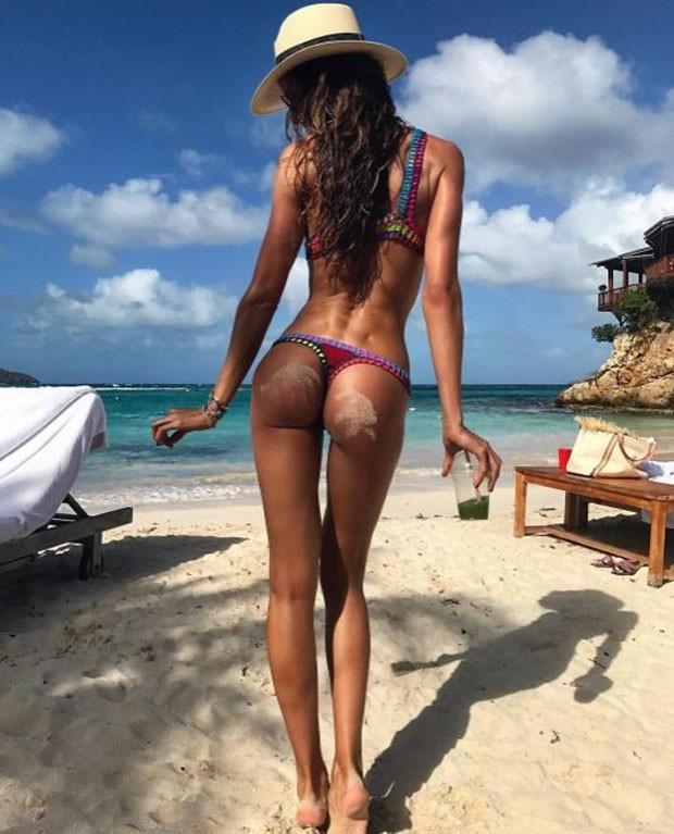 O mais belo bumbum das areias do verão 2017 (Foto: Reprodução/Instagram)