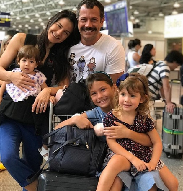 Kyra Grace, malvino Salvador e família (Foto: Reprodução / Instagram)