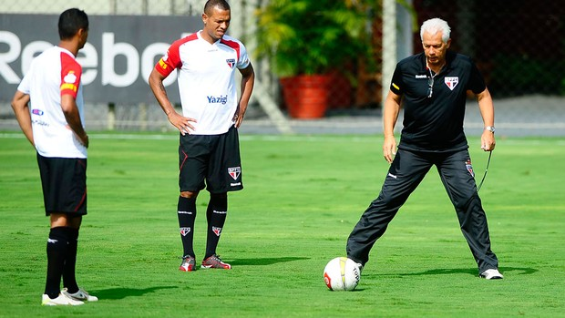 Luis fabiano leão são paulo treino (Foto: Marcos Ribolli / Globoesporte.com)