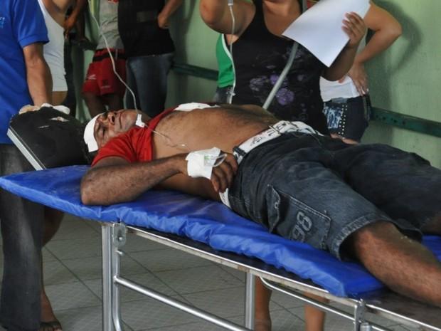 Torcedor foi ferido com golpe de faca no peito (Foto: Jackson Perigoso/Revista Central)