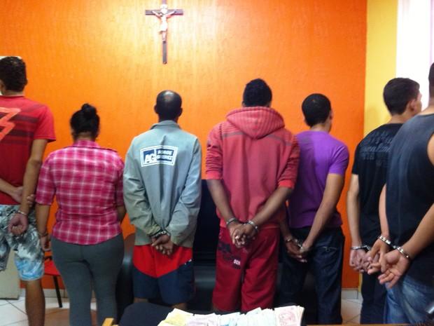 Suspeitos foram detidos em Bocaiuva e Francisco Dumont (Foto: Michelly Oda / G1)