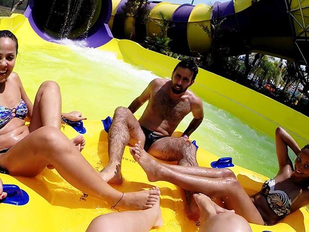 Trio de amigos aprovaram a nova atração do parque aquático (Foto: Natália de Oliveira/G1)