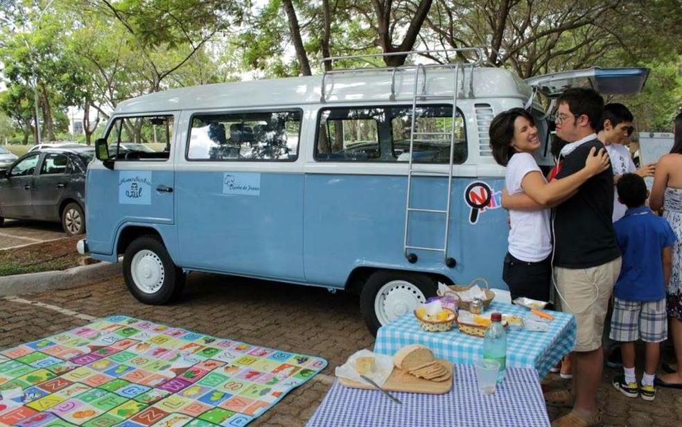 No food truck 'Kombinha azul', jovens com autismo vendem alimentos sem glúten e sem lactose em Brasília (Foto: Kombinha Azul/Divulgação)
