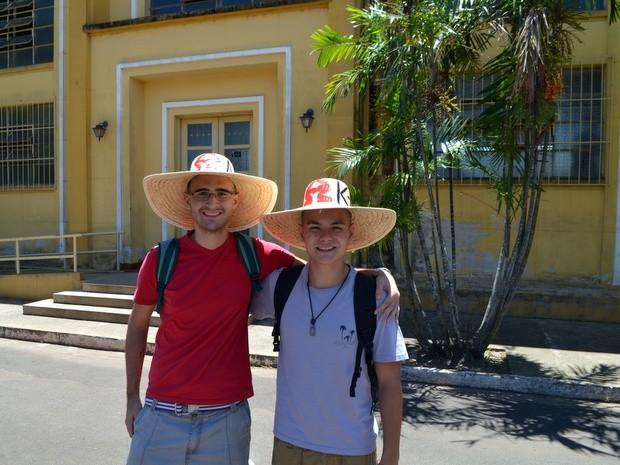 Calouros receberam chapéus com apelidos na USP de Piracicaba (Foto: Leon Botão/G1)