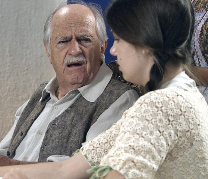 Quinzinho tem esperança de casar Mafalda com homem rico e pagar as dívidas da fazenda (Foto: TV Globo)