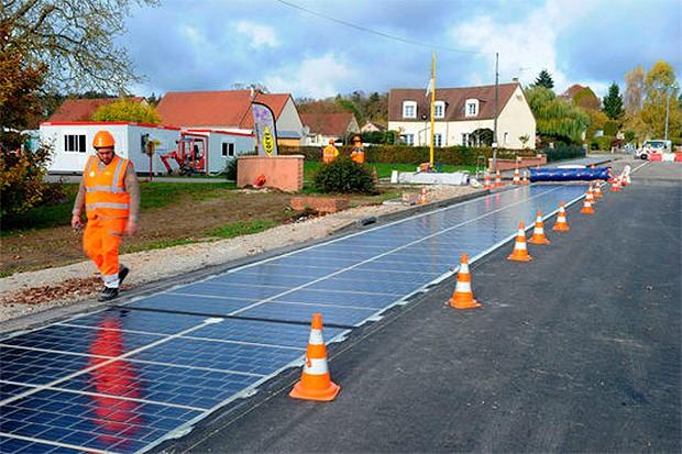 Estrada de paineis solares é instalada na França (Foto: Wattway)