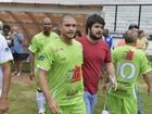 Diogo Nogueira participa de futebol beneficente