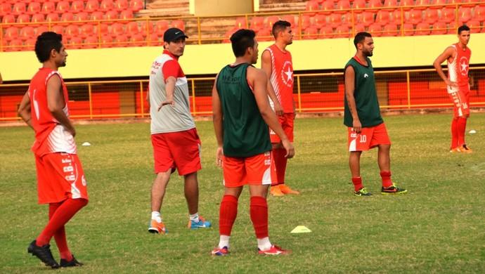 Técnico Edson Júnior, Rio Branco-AC, em treino (Foto: Duaine Rodrigues)