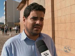Thiago Torres, filho do professor encontrado morto às margens da BR-232, em Pesqueira, Agreste de Pernambuco (Foto: Reprodução/ TV Asa Branca)