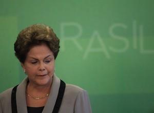 A presidente Dilma Rousseff fala pela primeira vez após protestos de 15 de março (Foto: EFE/Fernando Bizerra Jr)