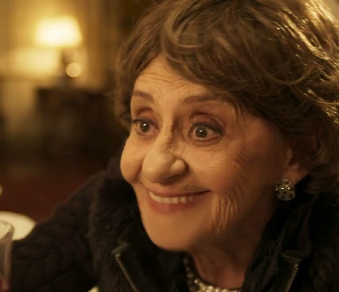 Dona Sinhá é avó de César (Foto: TV Globo)