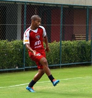 Ademilson durante o treino do São Paulo neste sábado (Foto: Site Oficial / saopaulofc.net)