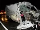 Motorista de van morre em acidente com carreta em Tibagi, no Paraná