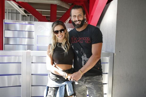Henri Castelli e namorada (Foto: Felipe Panfili/Divulgação)