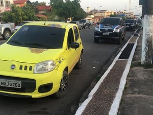 Vítima foi alvejada quando estava neste veiculo (Foto: Reginaldo Balieiro/TV Tapajós)